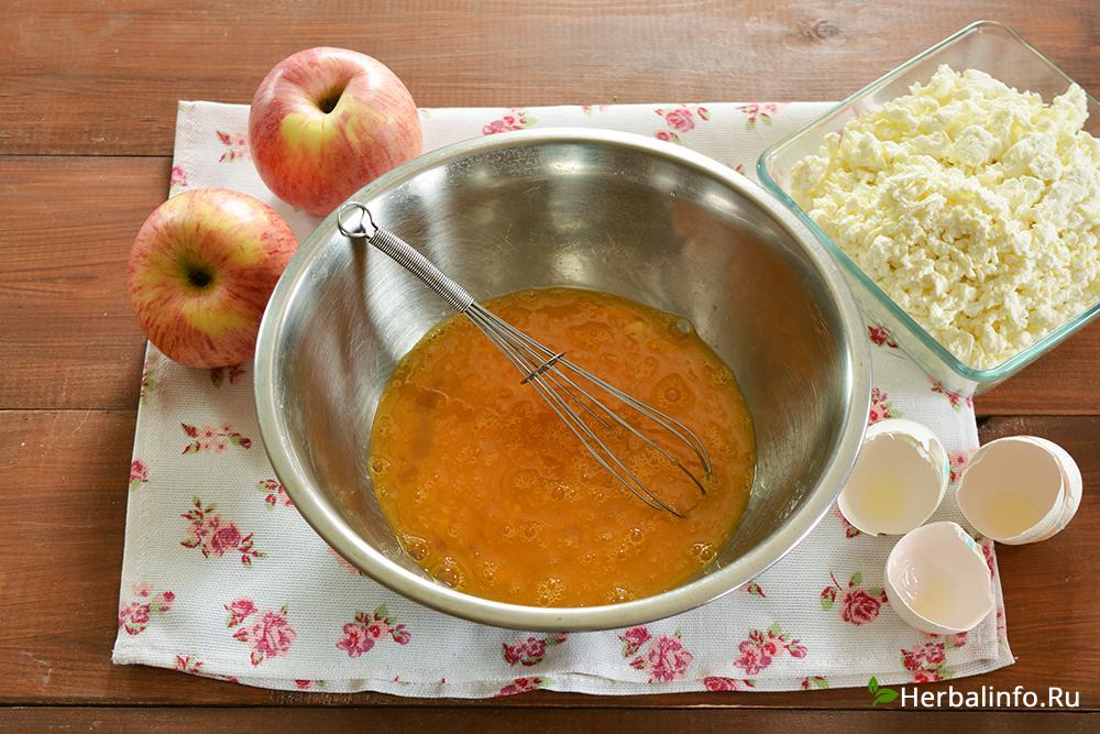 блюда из творога. сырник с яблоками