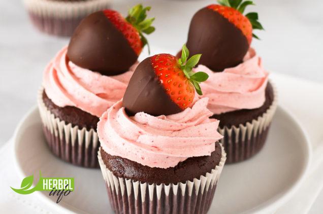 шоколадные капкейки с клубничным кремом рецепт